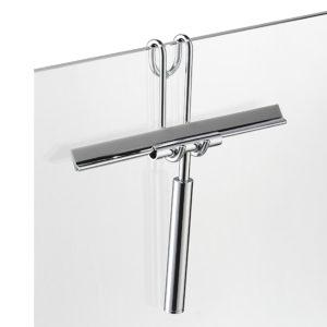 Reinigung von Glasduschen: Glasschaber an Duschwand