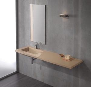 Waschtisch mit minimaler Dekoration