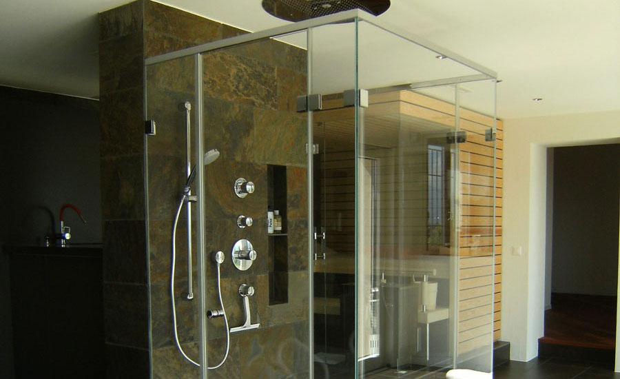 Teuscher stellt auch Glasduschen für grössere Bauprojekte her.
