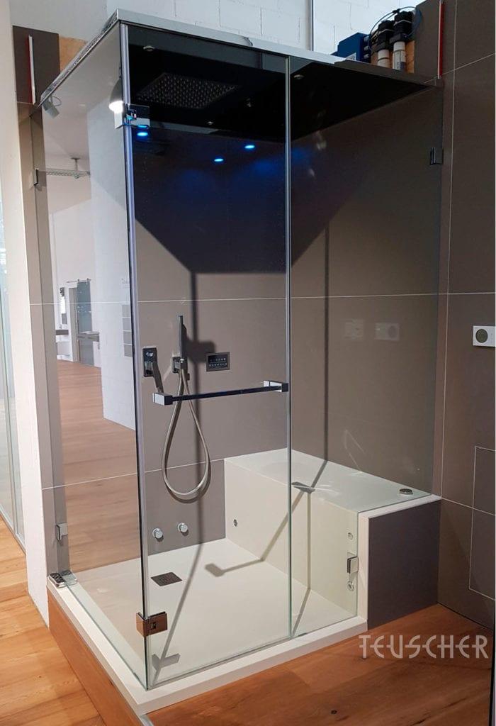 Die Dampfdusche: Für ein Dampfbad zuhause braucht man nicht besonders viel Platz.