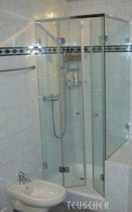 Kleines Bad einrichten: Duschtüren sollten nach innen öffnen.