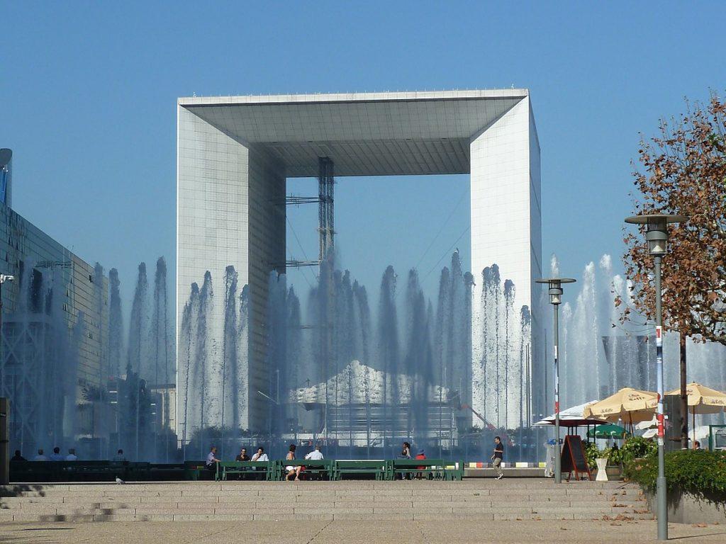 Minimalismus Architektur: La Grande Arche von Johan Otto von Spreckelsen