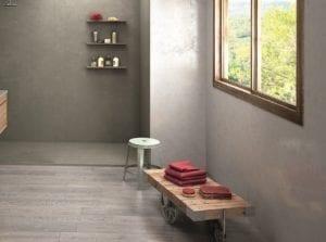 Badezimmer mit Accessoire aus Holz.
