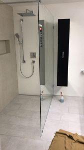 Grosszügige offene Dusche