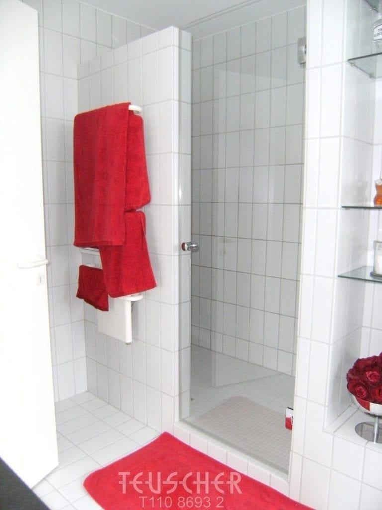 Ordnung im Bad durch Elektroheizkörper für Handtücher.