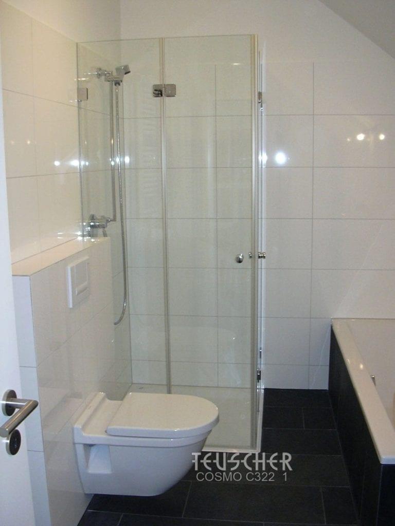 Badgestaltung schwarz-weiss: dunkler Boden, helle Wände.