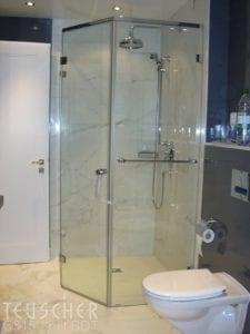 Ebenerdige Dusche: Naturstein ist hierfür durchaus geeignet.