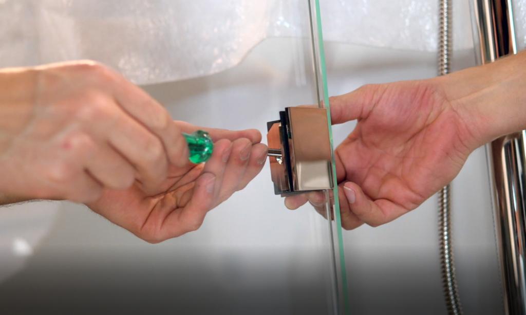 Viele Ersatzteile für Duschkabinen sind relativ einfach auszuwechseln.