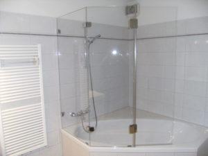 Badezimmer aufwerten mit Badewannenaufsatz.