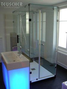 Ein Waschbeckenuntersatz mit blauem Licht.